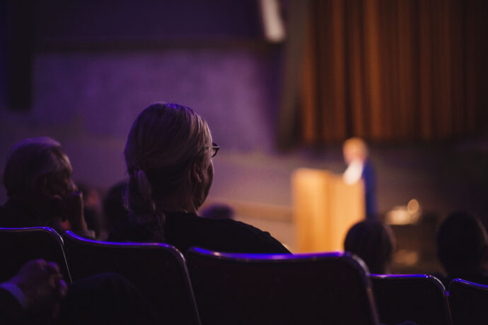 Kuva tapahtuman yleisöstä auditoriossa